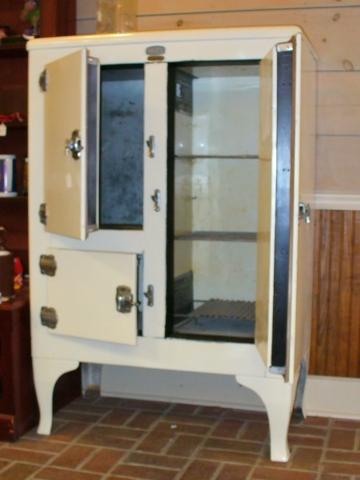 antique refrigerator 001.jpg