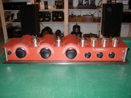 Neutrowound Red Model 1927 Battery Tube Radio.jpg