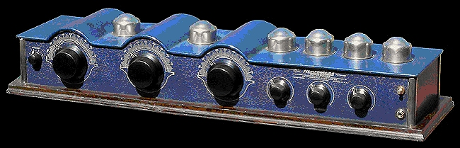 Neutrowound Red Model 1927 Battery Tube Radio 3.jpg
