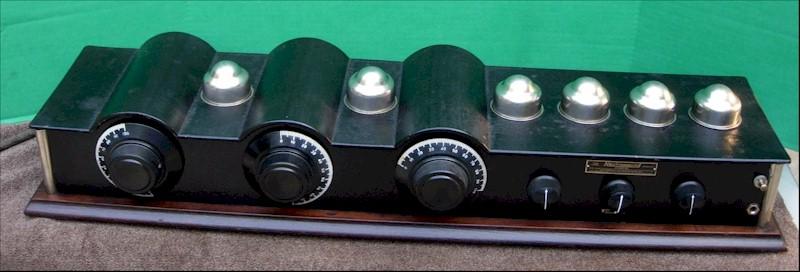 Neutrowound Red Model 1927 Battery Tube Radio 2.jpg
